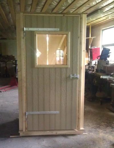 Pladedør med vindue